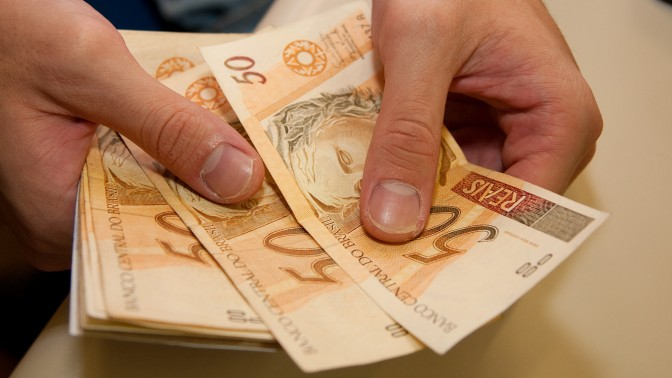 dinheiro-salário-672x378