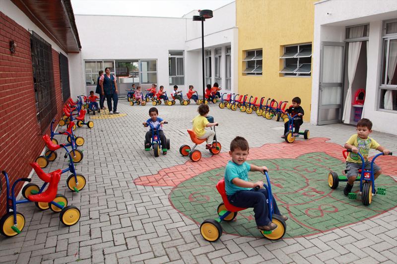 Cmeis oferecem espaços adequados para educação das crianças